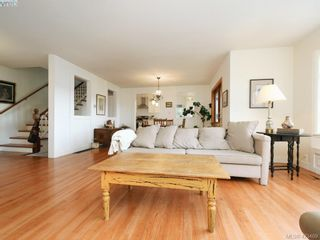 Photo 5: 1217 Mt. Newton Cross Rd in SAANICHTON: CS Inlet House for sale (Central Saanich)  : MLS®# 836296