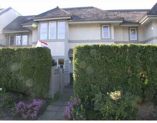 """Main Photo: 245 W 15TH Street in North Vancouver: Central Lonsdale Townhouse for sale in """"CHATSWORTH MEWS"""" : MLS®# V638589"""