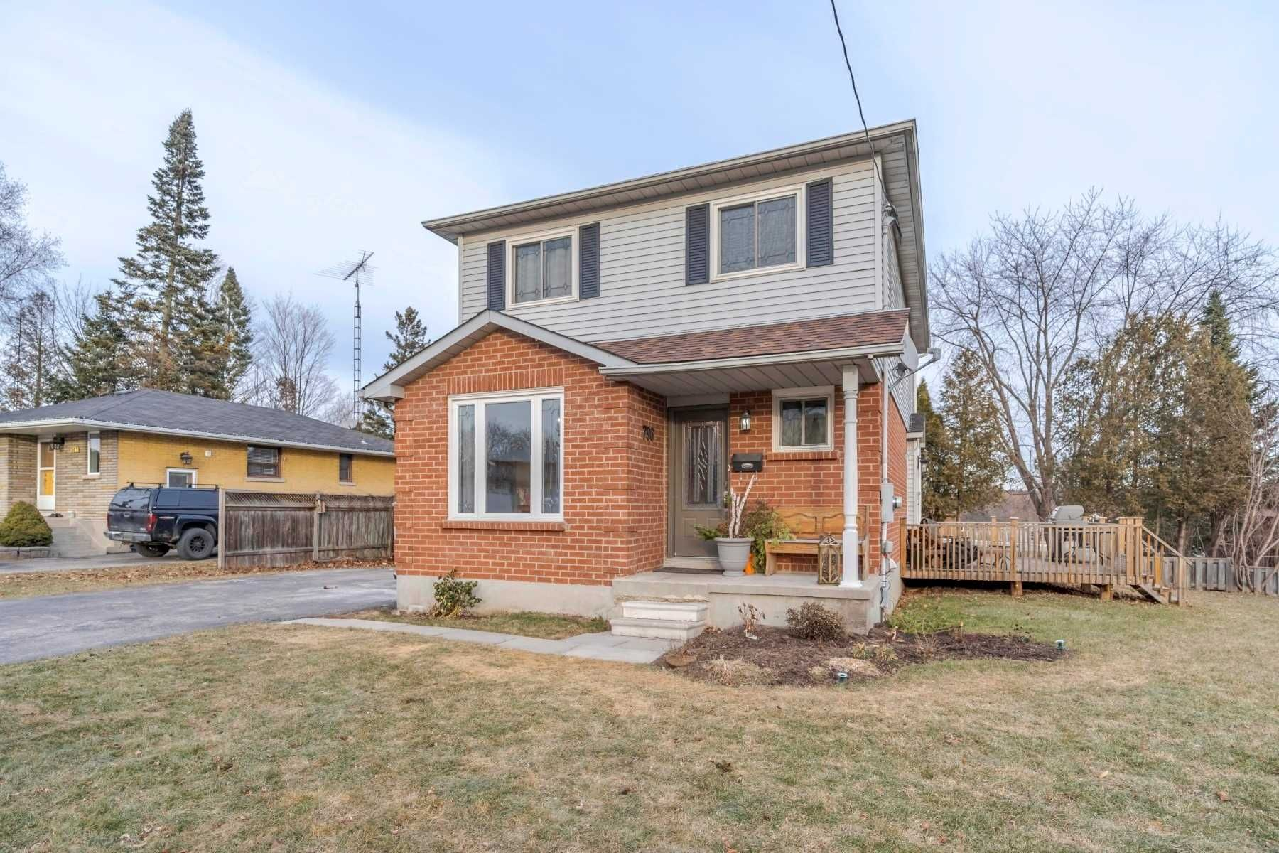 Main Photo: 796 Tennyson Avenue in Oshawa: Donevan House (2-Storey) for sale : MLS®# E4335954