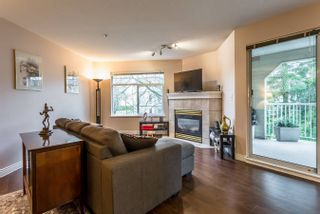 "Photo 3: 215 20894 57 Avenue in Langley: Langley City Condo for sale in ""BAYBERRY LANE"" : MLS®# R2254851"