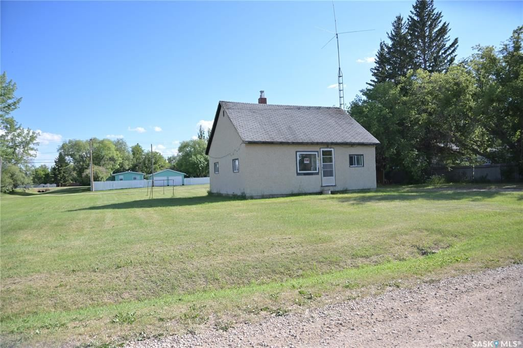 Main Photo: 306 1st Street in Dundurn: Residential for sale : MLS®# SK861051