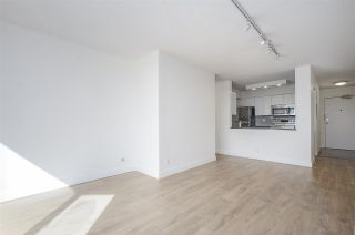 """Photo 8: 1505 2668 ASH Street in Vancouver: Fairview VW Condo for sale in """"CAMBRIDGE GARDENS"""" (Vancouver West)  : MLS®# R2354882"""