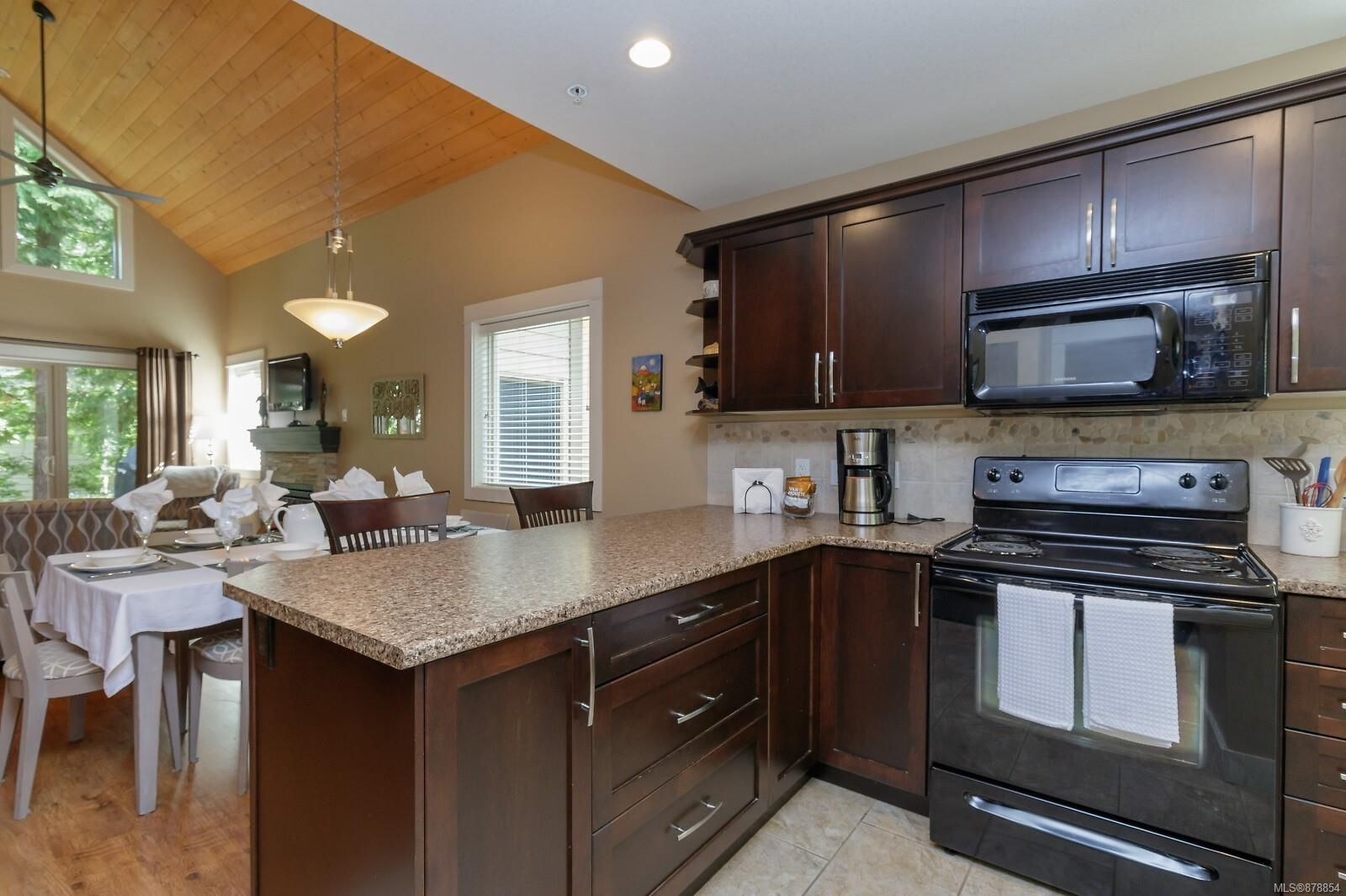 Photo 18: Photos: 223 1130 Resort Dr in : PQ Parksville Row/Townhouse for sale (Parksville/Qualicum)  : MLS®# 878854