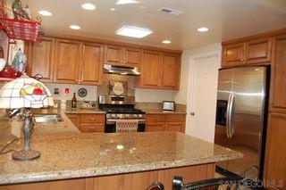 Photo 3: SOUTH ESCONDIDO House for sale : 4 bedrooms : 1633 Kenora Dr in Escondido