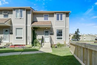 Photo 2: 417 DUNLUCE Road in Edmonton: Zone 27 Townhouse for sale : MLS®# E4261945