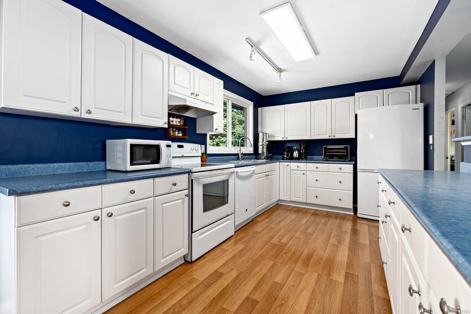 Photo 4: Photos: 1935 Fitzgerald Ave in : CV Courtenay City House for sale (Comox Valley)  : MLS®# 881994