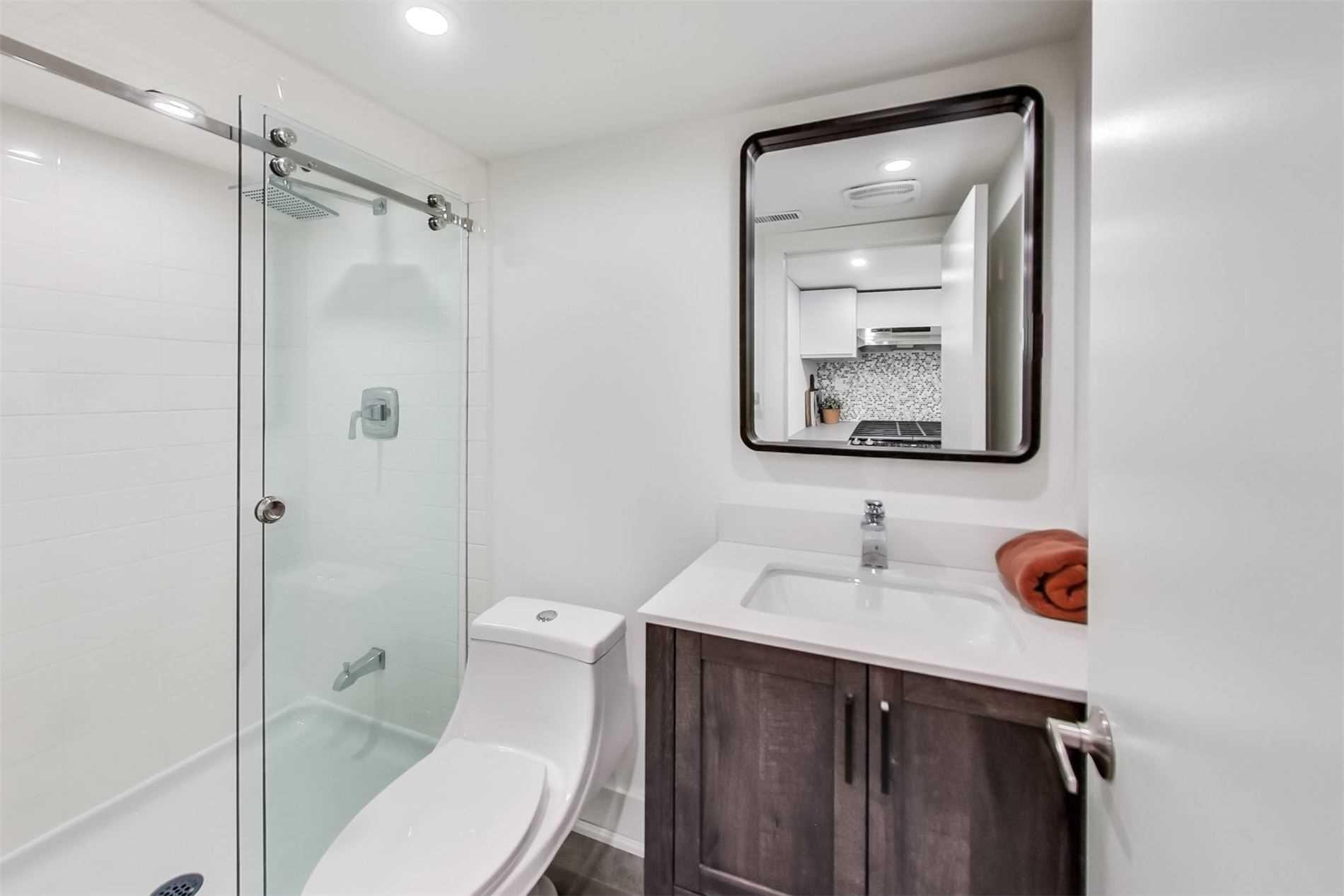 Photo 11: Photos: 501B Carlaw Avenue in Toronto: South Riverdale House (2 1/2 Storey) for lease (Toronto E01)  : MLS®# E4800704