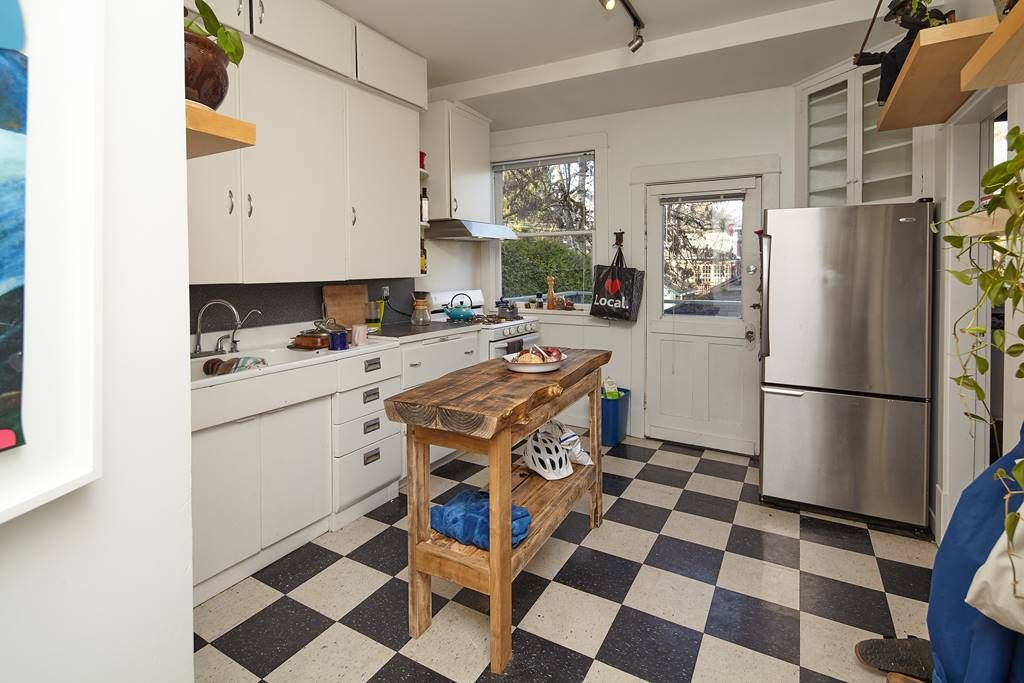 Photo 14: Photos: 1943 NAPIER Street in Vancouver: Grandview Woodland House for sale (Vancouver East)  : MLS®# R2423548