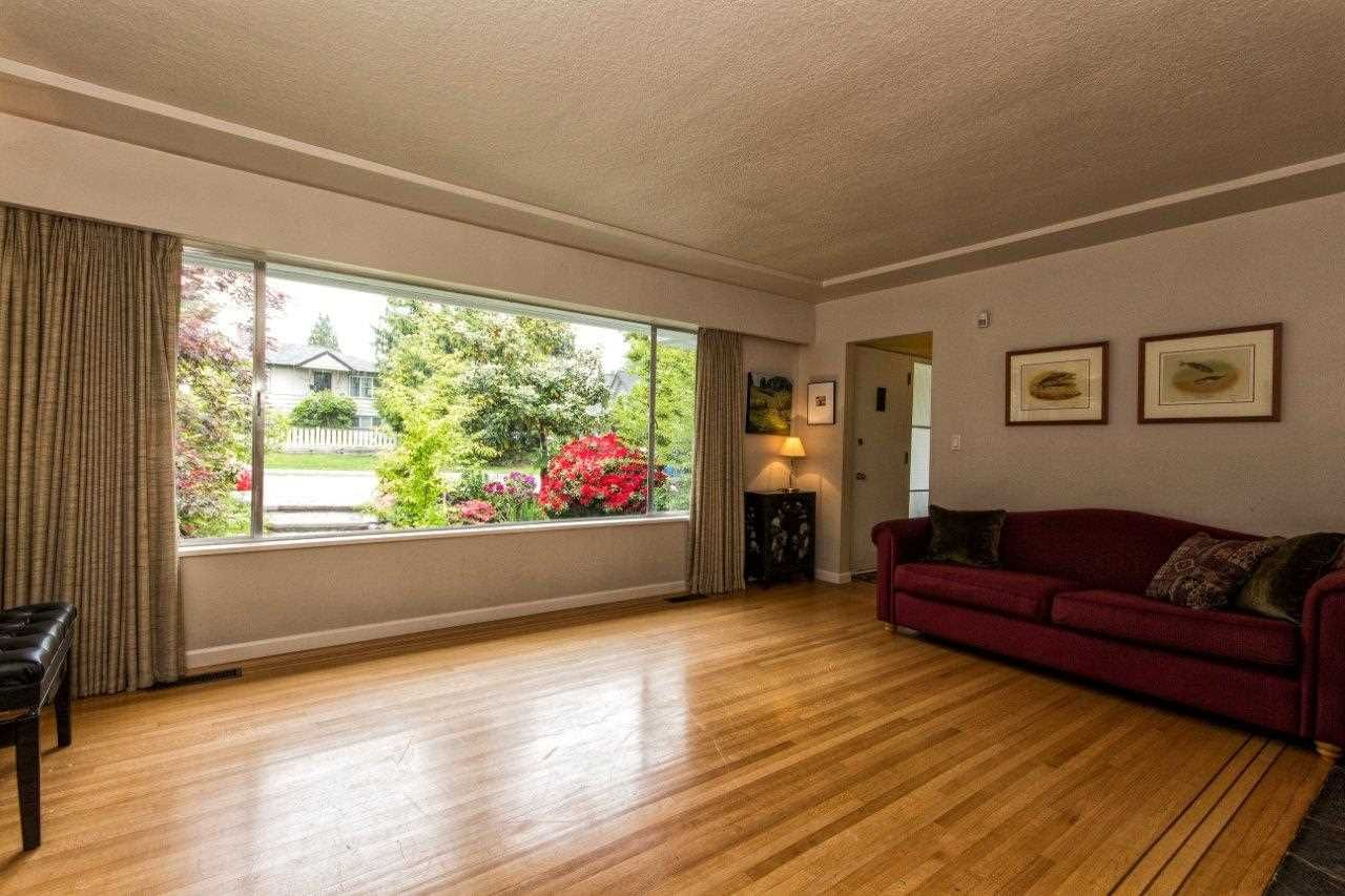 """Photo 10: Photos: 915 E 13TH Street in North Vancouver: Boulevard House for sale in """"Grand Boulevard"""" : MLS®# R2535688"""