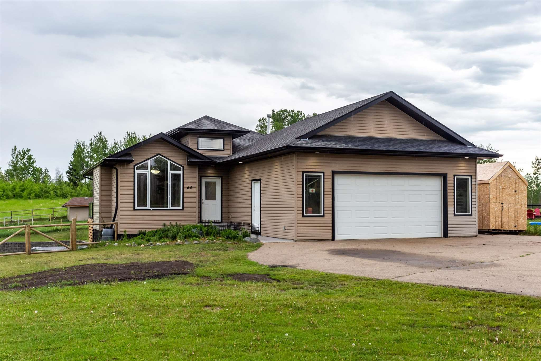 Main Photo: 64 Willowview Boulevard: Rural Parkland County House for sale : MLS®# E4249969