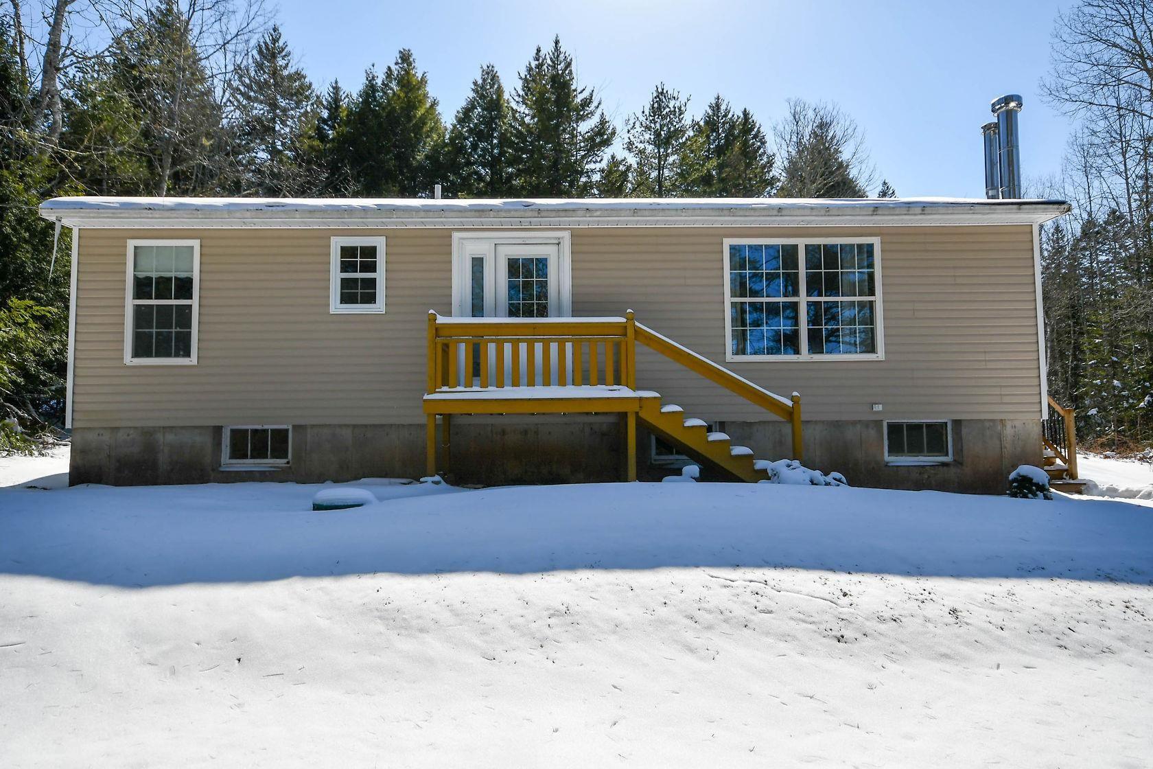 Main Photo: 267 Kinsac Road in Beaver Bank: 26-Beaverbank, Upper Sackville Residential for sale (Halifax-Dartmouth)  : MLS®# 202105578