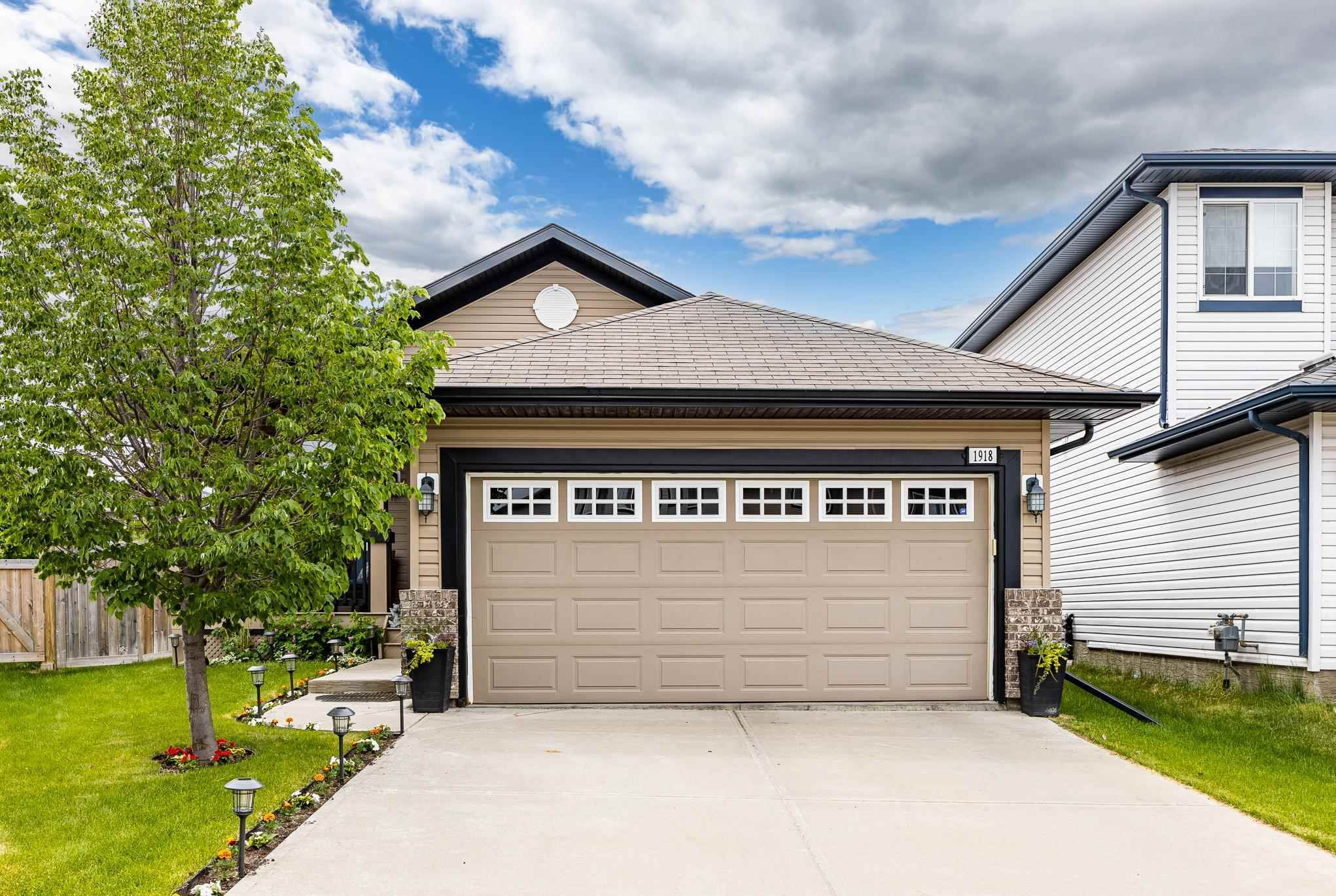 Main Photo: 1918 HAMMOND Place in Edmonton: Zone 58 House for sale : MLS®# E4249122