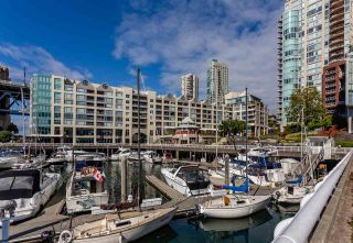 "Photo 1: 605 1006 BEACH Avenue in Vancouver: Yaletown Condo for sale in ""1000 BEACH"" (Vancouver West)  : MLS®# R2575522"