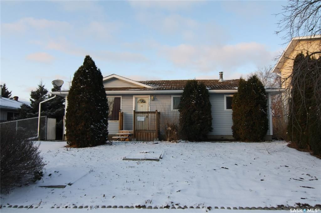 Main Photo: 11382 Clark Drive in North Battleford: Centennial Park Residential for sale : MLS®# SK790927