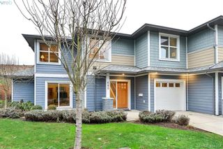 Photo 1: 680 Strandlund Ave in VICTORIA: La Mill Hill Row/Townhouse for sale (Langford)  : MLS®# 803440