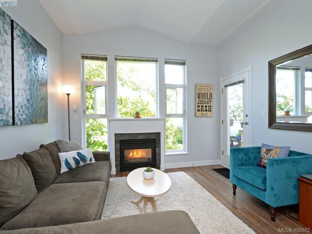 Main Photo: 302 400 Dupplin Rd in VICTORIA: SW Rudd Park Condo for sale (Saanich West)  : MLS®# 799317