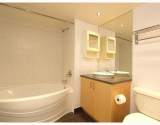 Photo 5: 404 175 West 1st Street in North Vancouver: Lower Lonsdale Condo for sale : MLS®# V790395