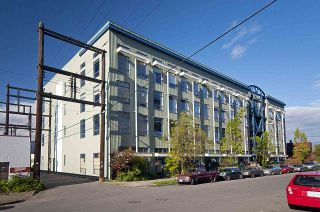 """Photo 1: 210 237 E 4TH Avenue in Vancouver: Mount Pleasant VE Condo for sale in """"ARTWORKS"""" (Vancouver East)  : MLS®# R2239279"""