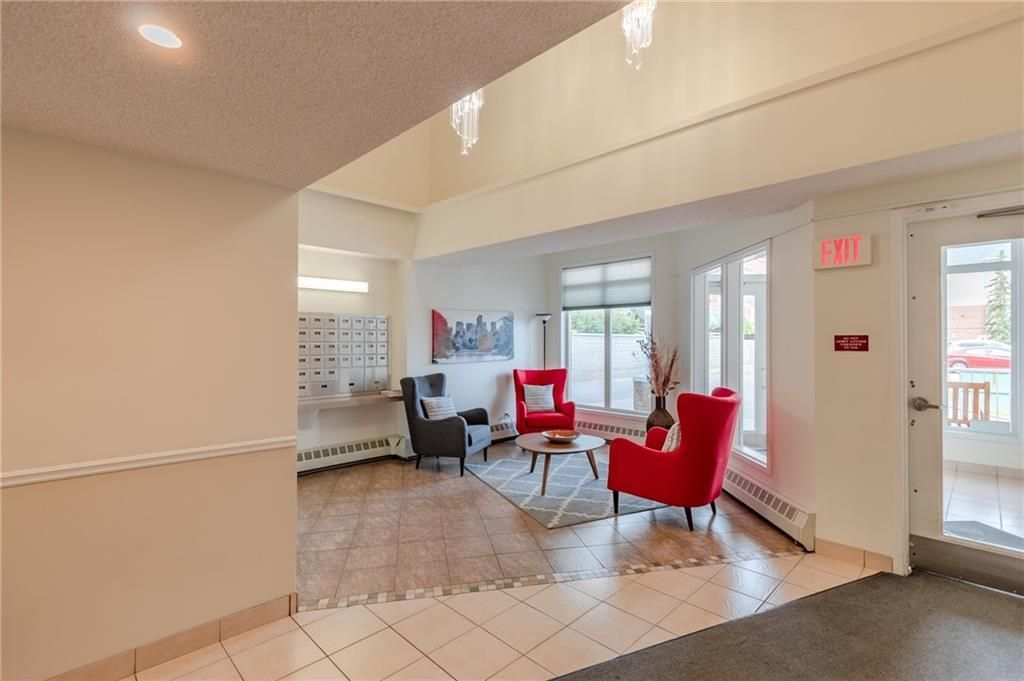 Photo 6: Photos: 3303 HAWKSBROW Point NW in Calgary: Hawkwood Apartment for sale : MLS®# C4305042