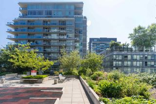 """Photo 32: 501 1708 COLUMBIA Street in Vancouver: False Creek Condo for sale in """"WALL CENTRE FALSE CREEK"""" (Vancouver West)  : MLS®# R2603692"""
