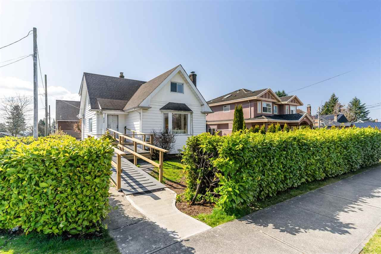 Main Photo: 535 E 13TH Street in North Vancouver: Boulevard House for sale : MLS®# R2562217