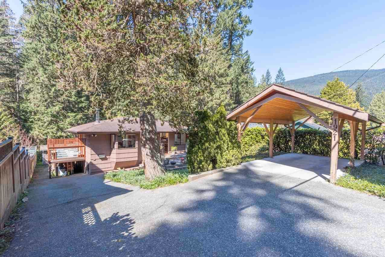Main Photo: 1921 PARKSIDE Lane in North Vancouver: Deep Cove House for sale : MLS®# R2566576