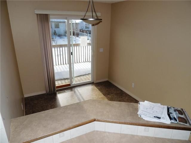 Photo 4: Photos: 121 West Lakeview Crescent: Chestermere Residential Detached Single Family for sale : MLS®# C3549761