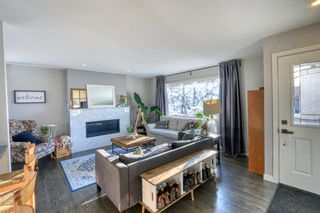 Photo 3: 42 Hays Drive SW in Calgary: Haysboro Detached for sale : MLS®# A1095067