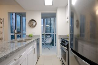 "Photo 5: 807 1188 HOWE Street in Vancouver: Downtown VW Condo for sale in ""1188 Howe"" (Vancouver West)  : MLS®# R2182097"