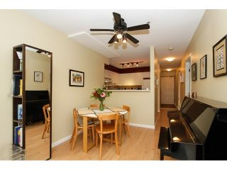 """Photo 3: 303 3505 W BROADWAY in Vancouver: Kitsilano Condo for sale in """"COLLINGWOOD PLACE"""" (Vancouver West)  : MLS®# R2086967"""
