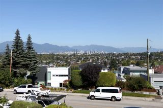 Photo 2: 4207 QUESNEL Drive in Vancouver: MacKenzie Heights House for sale (Vancouver West)  : MLS®# R2403769