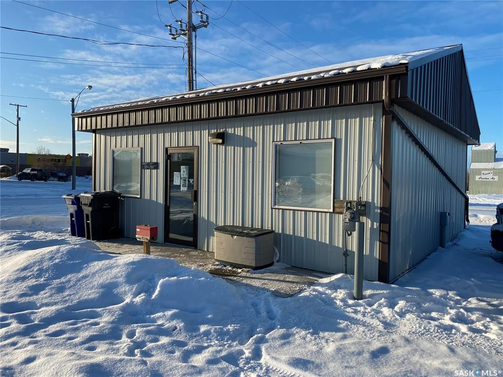 Main Photo: 200 Railway Avenue East in Nipawin: Commercial for sale : MLS®# SK838425