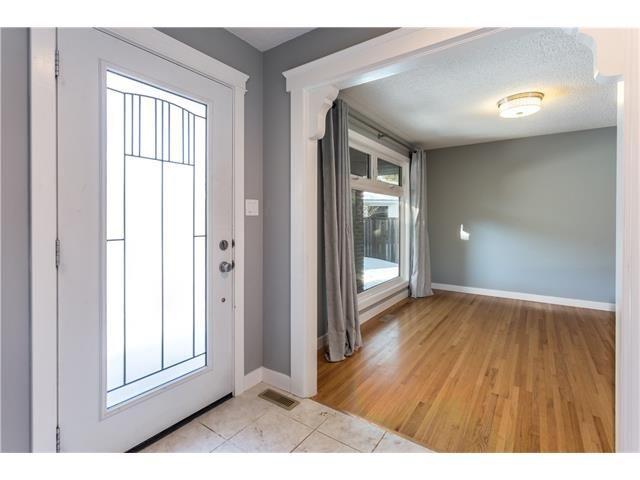 Photo 4: Photos: 36 OAKBURY Place SW in Calgary: Oakridge House for sale : MLS®# C4101941