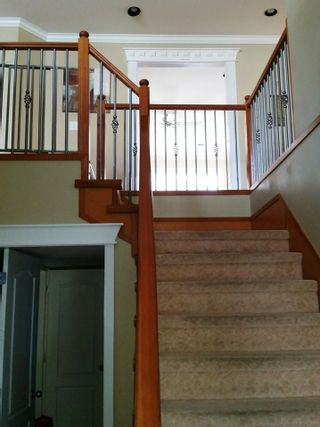 """Photo 2: 33858 HOLLISTER Place in Mission: Mission BC House for sale in """"Kimball Estates"""" : MLS®# R2057887"""