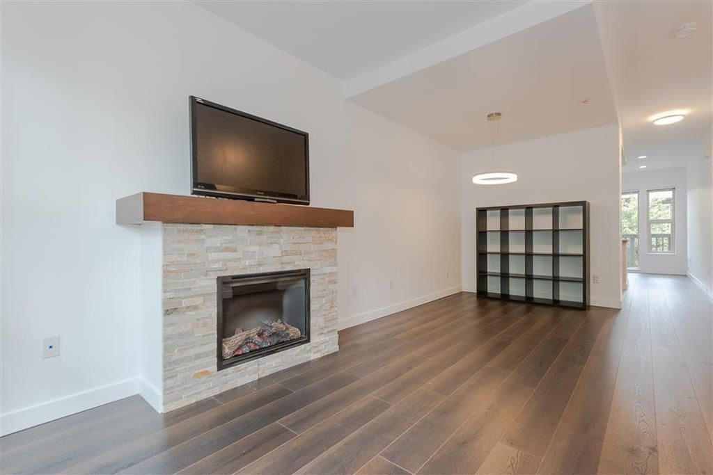 """Photo 3: Photos: 9 307 E 15TH Street in North Vancouver: Central Lonsdale Townhouse for sale in """"AVONDALE"""" : MLS®# R2477092"""