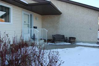 Photo 2: 5 PINEVIEW HORIZON Village: St. Albert Townhouse for sale : MLS®# E4223798