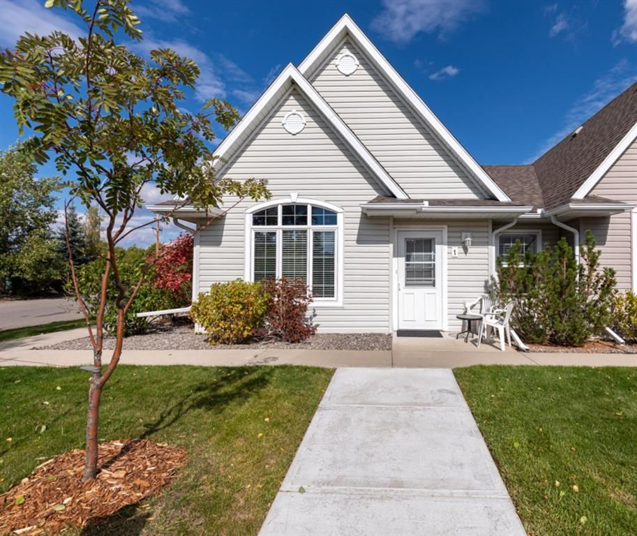 Beautiful curb appeal in a quiet community.