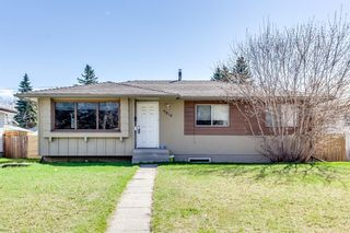 Photo 1: 9816 Fairmount Drive SE in Calgary: Acadia Detached for sale : MLS®# A1094940
