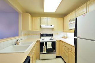 """Photo 3: 314 6707 SOUTHPOINT Drive in Burnaby: South Slope Condo for sale in """"MISSION WOODS"""" (Burnaby South)  : MLS®# R2201972"""