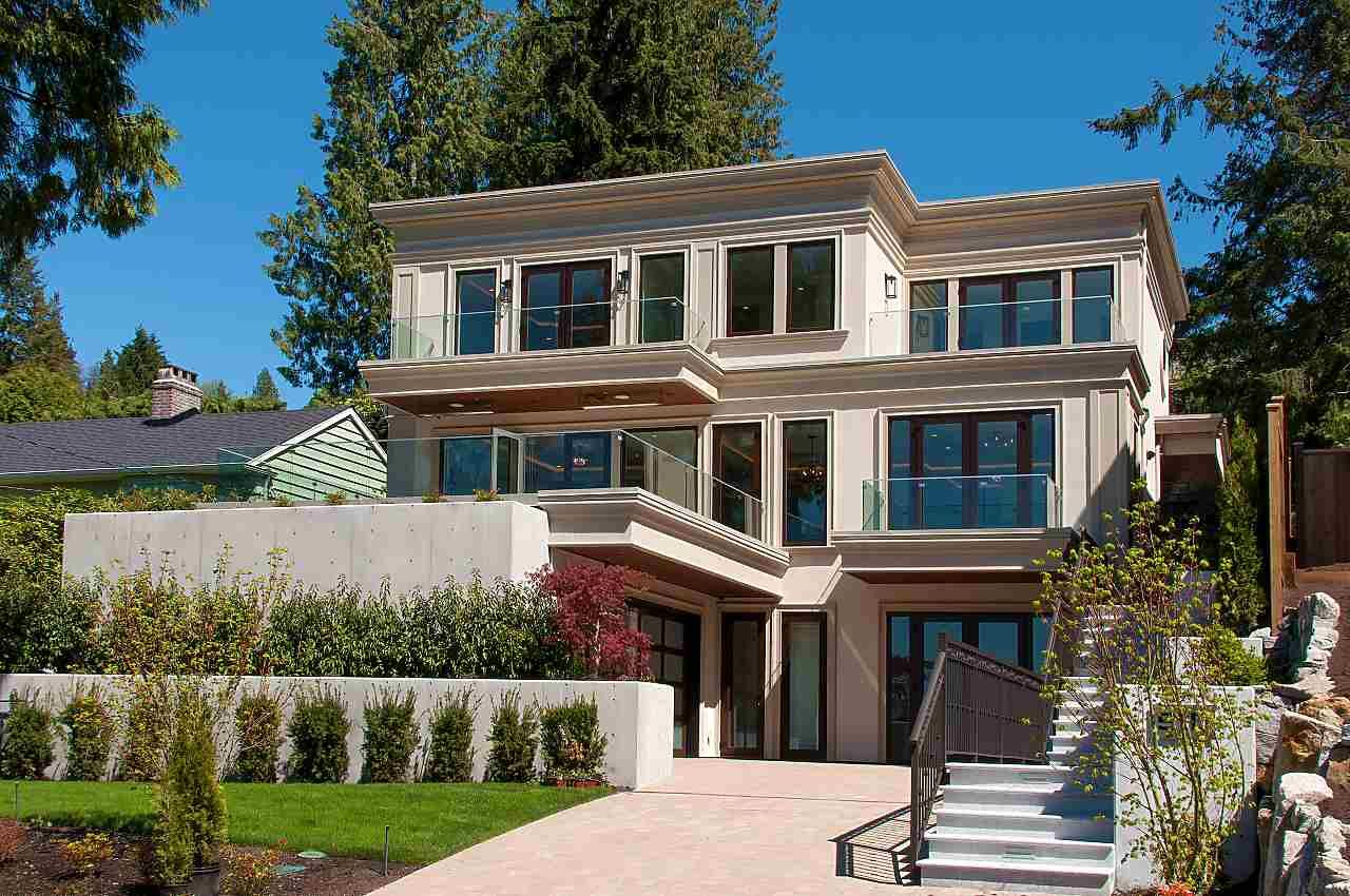 Main Photo: 910 BRAESIDE Street in West Vancouver: Sentinel Hill House for sale : MLS®# R2395782