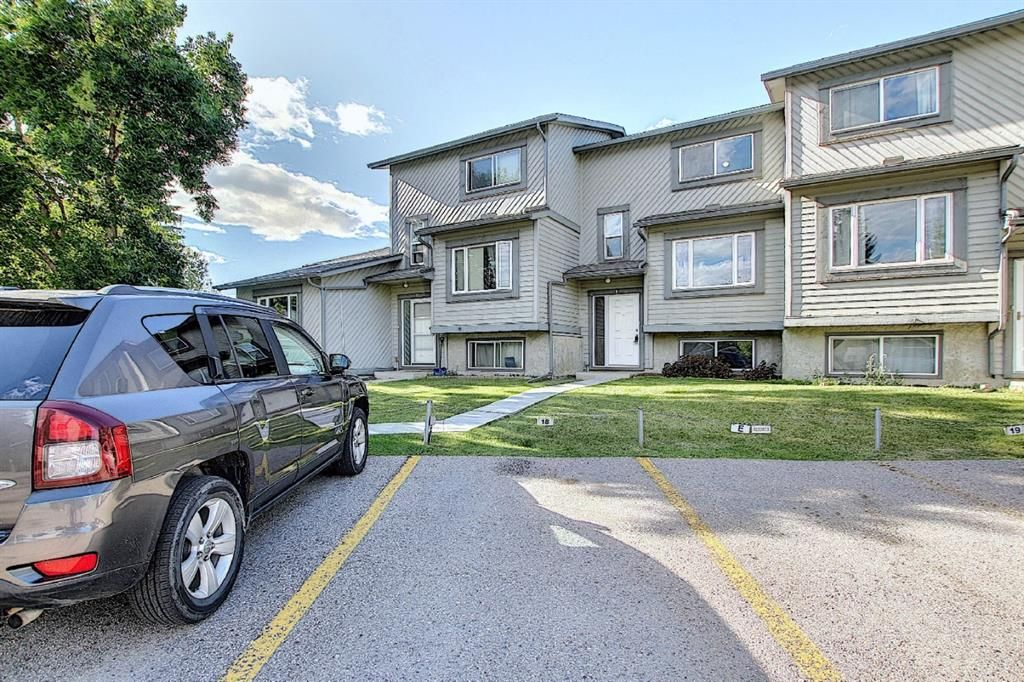 Main Photo: 18 12 TEMPLEWOOD Drive NE in Calgary: Temple Row/Townhouse for sale : MLS®# A1021832