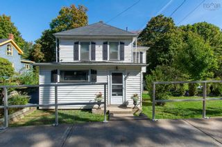 Photo 2: 157 Main Street in Kentville: 404-Kings County Residential for sale (Annapolis Valley)  : MLS®# 202125519