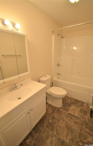 Photo 12: 945 Stadacona Street East in Moose Jaw: Hillcrest MJ Residential for sale : MLS®# SK857131