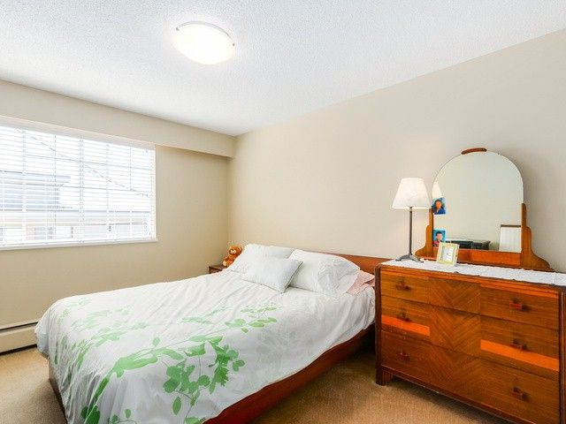 """Photo 13: Photos: 203 15010 ROPER Avenue: White Rock Condo for sale in """"Baycrest"""" (South Surrey White Rock)  : MLS®# F1417713"""