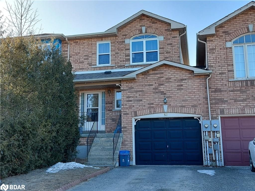 Main Photo: 57 CUNNINGHAM Drive in Barrie: House for sale