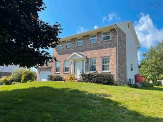 Photo 2: 8 Hampshire Way in Colby Village: 16-Colby Area Residential for sale (Halifax-Dartmouth)  : MLS®# 202123654