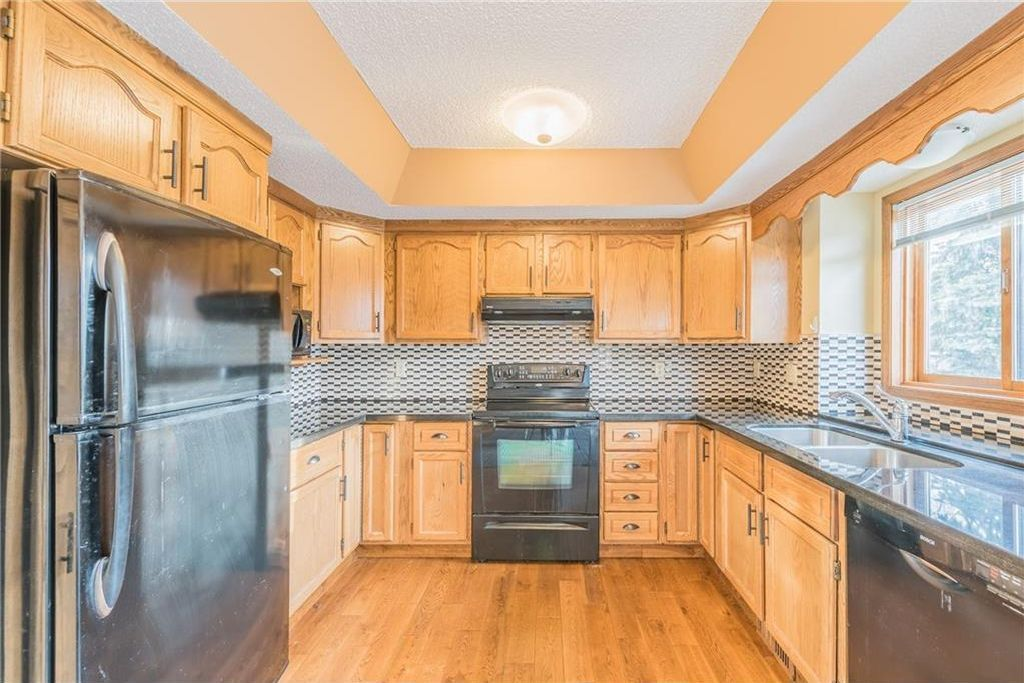 Photo 3: Photos: 25 Shannon Green SW in Calgary: Shawnessy House for sale : MLS®# C4140959