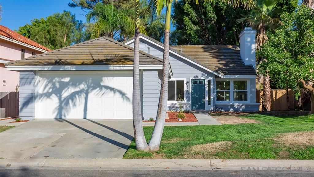 Main Photo: OCEANSIDE House for sale : 4 bedrooms : 5463 Loganberry Way