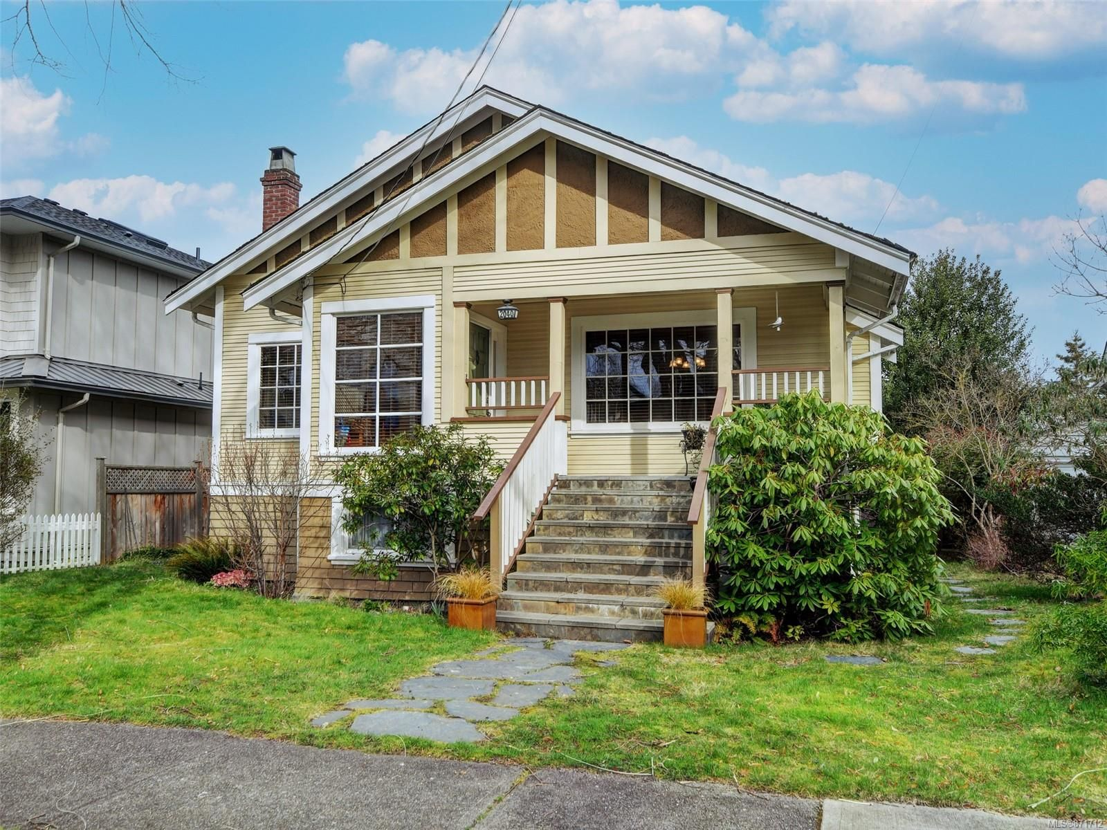 Main Photo: 2040 Chaucer St in : OB North Oak Bay House for sale (Oak Bay)  : MLS®# 871712