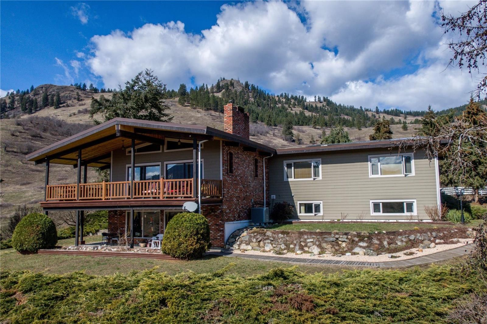 Main Photo: 2545 6 Highway, E in Lumby: House for sale : MLS®# 10228759